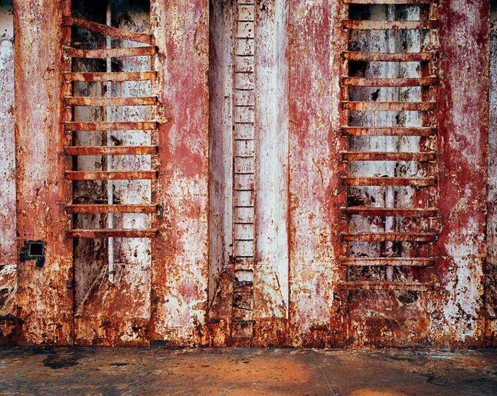 Shipbreaking #46 - Chittagong, Bangladesh 2001. © Edward Burtynsky
